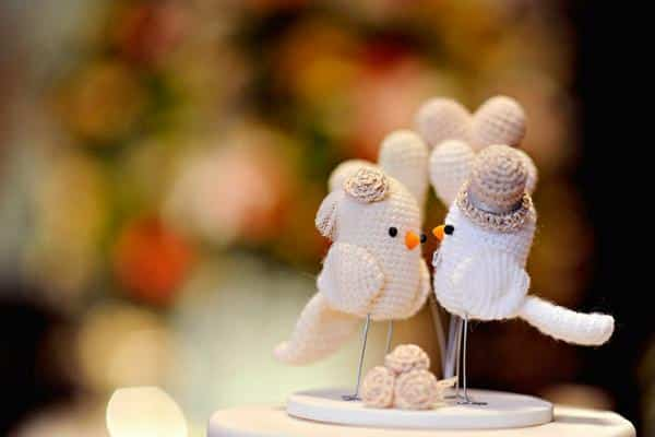 topo bolo de noivado passarinhos de crochê
