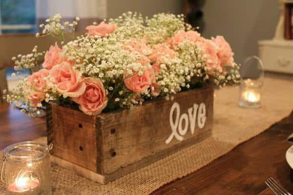 Cachepô de madeira para decoração de noivado