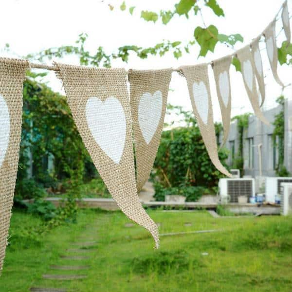 Decoração de noivado com bandeirinhas