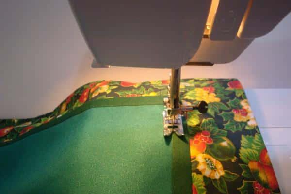 costurando detalhes em jogo americano patchwork
