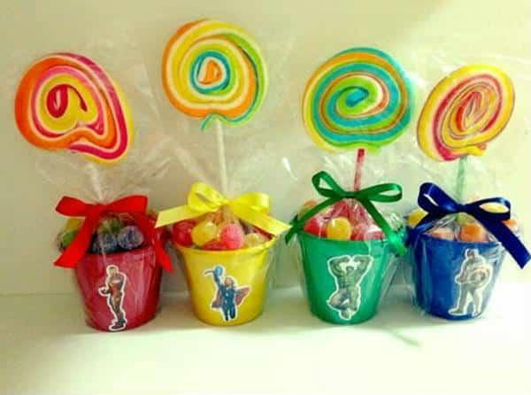 Vasinhos criativos com pirulitos coloridos