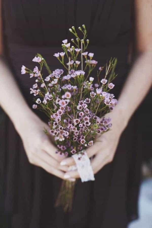 Buquê simples de flores de campo