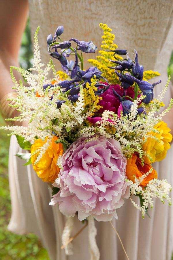 Buque para noiva romântica bem colorido