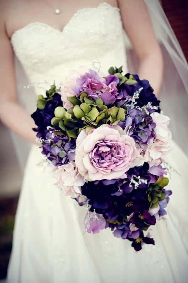 Buque colorido de noiva com tons em violeta é uma tendencia