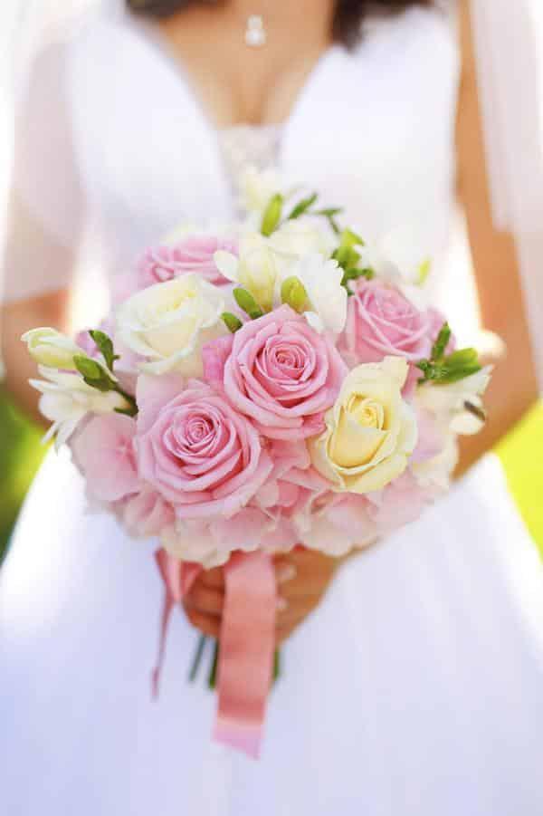Buque com rosas mescladas para casamento