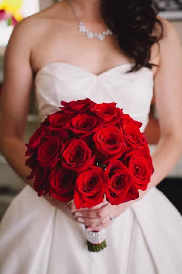 Buque de rosas vermelhas luxuoso