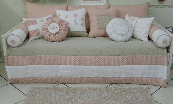capa de sofa com almofadas