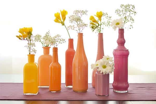 Inspiração com vasinhos coloridos de garrafas