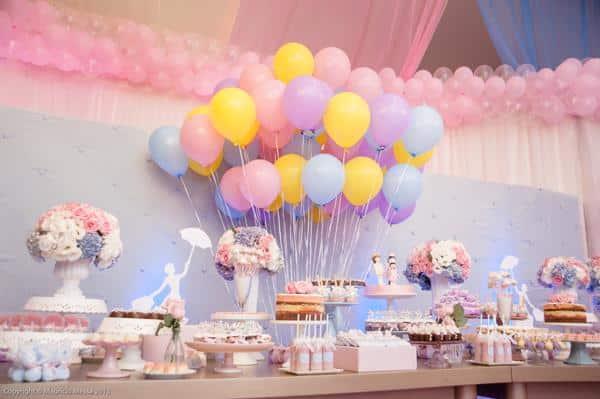 Decoração com balões e flores