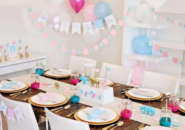 Festa pequena com decoração colorida
