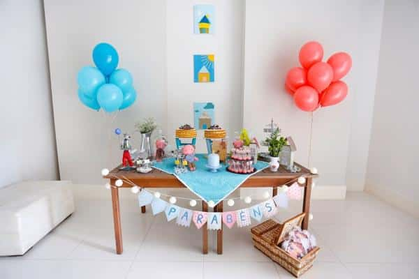Mesa pequena de aniversário simples