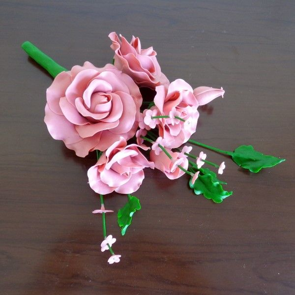 pequeno-arranjo-flores-rosa de biscuit