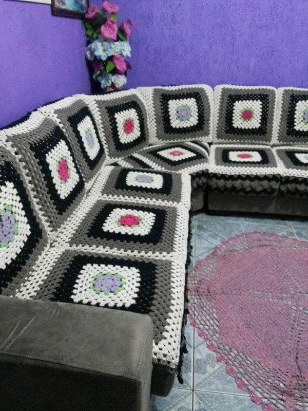 sofa de croche colorido