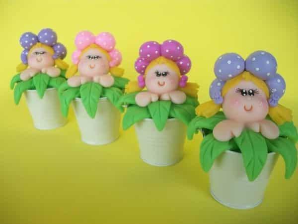 vasinhos com bonecas de biscuit