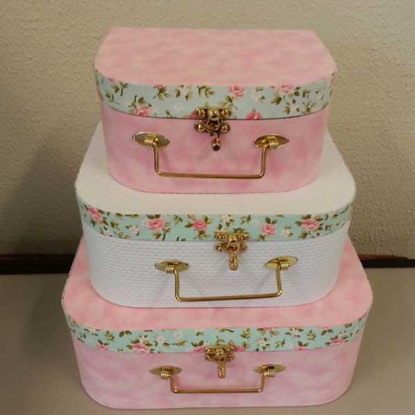 Kit com 3 maletas de cartonagem rosa e branco
