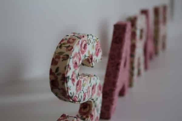 letras de papelão com tecido
