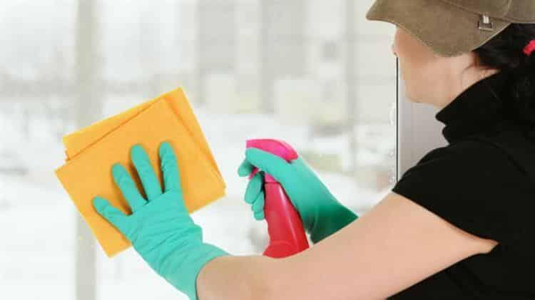 Como tirar cola de adesivo de vidro