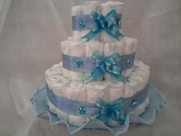 bolo de fraldas azul claro