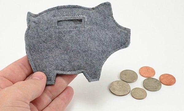 porquinho porta moedas em feltro