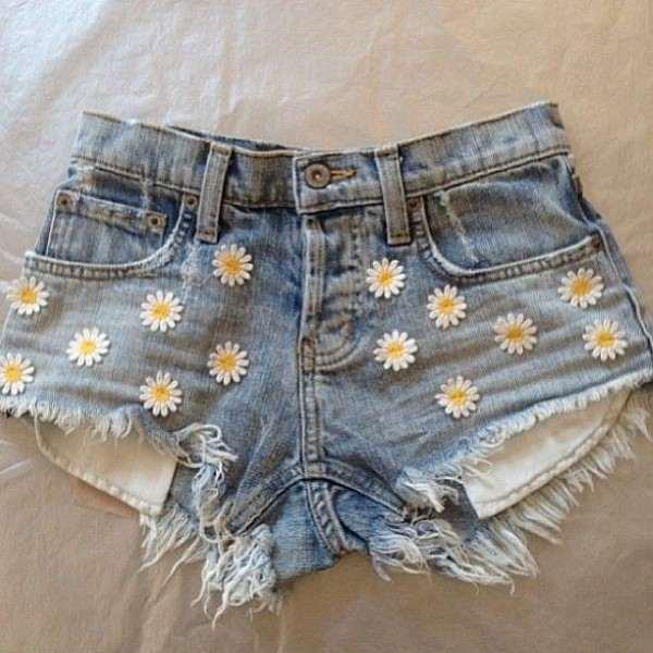 short com florzinhas de costura
