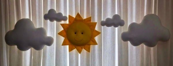 sol de feltro com nuvens