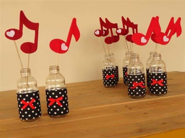 Centro de mesa com natas musicais