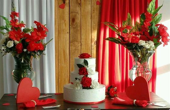 bolo-em-eva-branco-e-vermelho