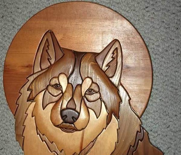 cachorro em madeira