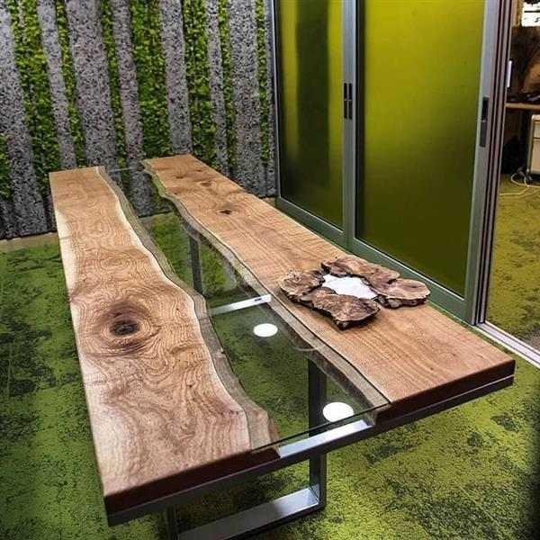 mesa com resina transparente