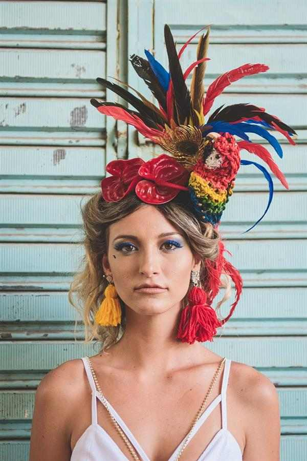 tiara de carnaval com enfeite
