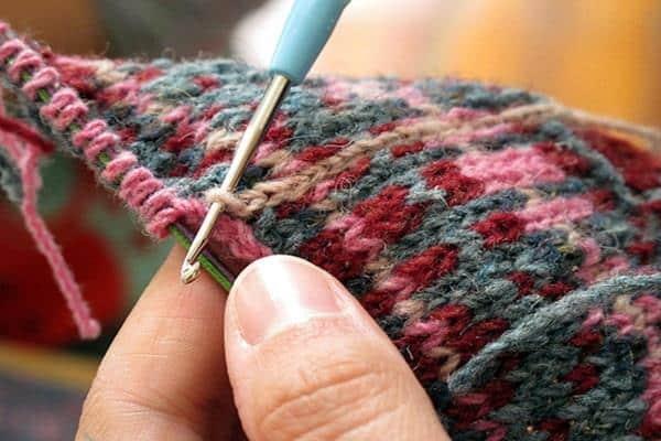 trico com agulha de croche