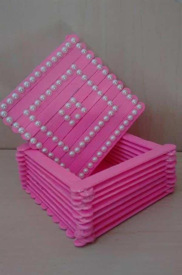 caixa com palito de picolé