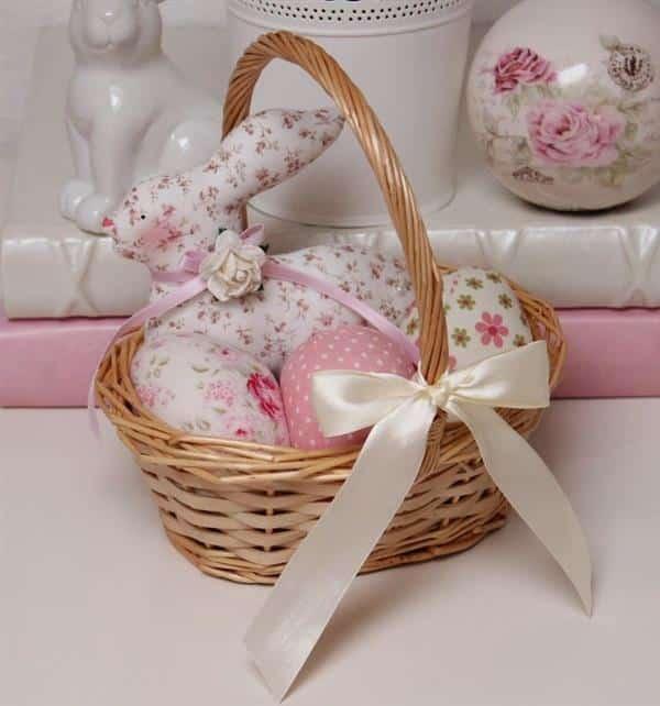 cesta com coelho de tecido