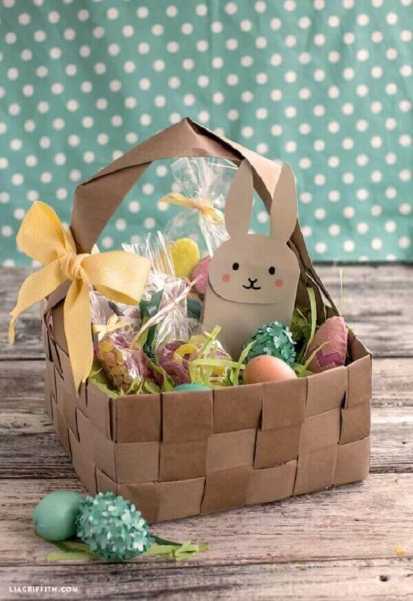 cesta de papel reciclado