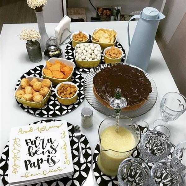 mesa de cafe da manha de aniversario
