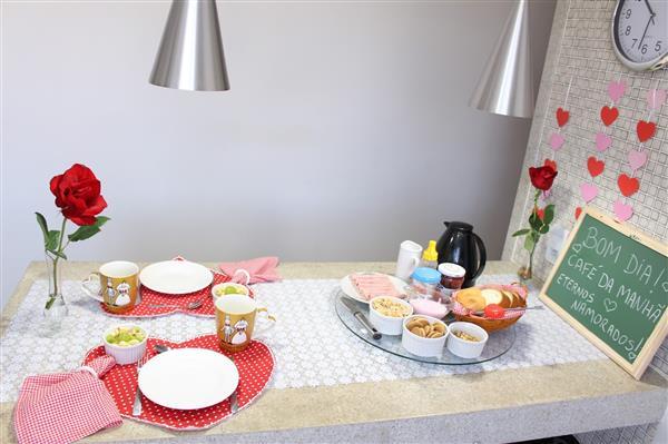 mesa posta simples com amor