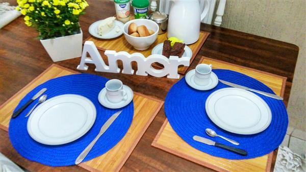 mesa simples de cafe da manha