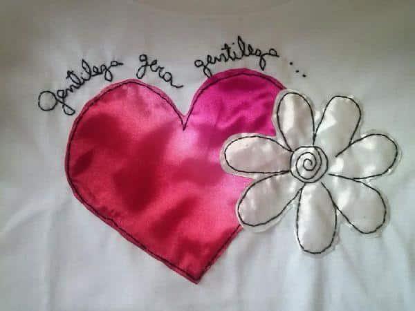 bordado em camiseta com seda