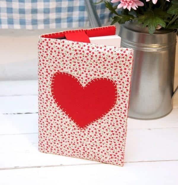 caderno com coração