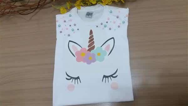 camiseta-infantil-unicornio-perolas-chuva-de-amor