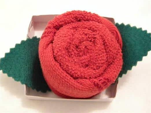 lembrancinha-botao-de-rosa-de-toalha