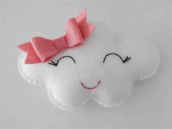 lembrancinha-nuvem-feltro-maternidade