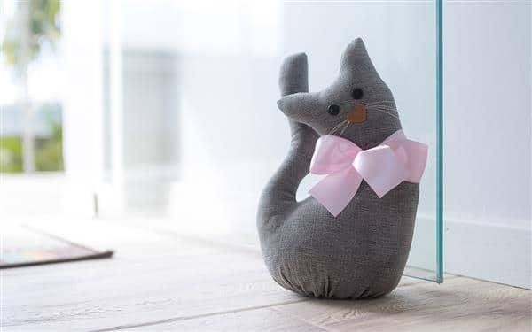 peso-de-porta-de-pano-artesanal-gato-gatinho-cinza-infantil-artesanato-moderno-oppa-tokstok-etna-meumoveldemadeira-peso-para-porta-02