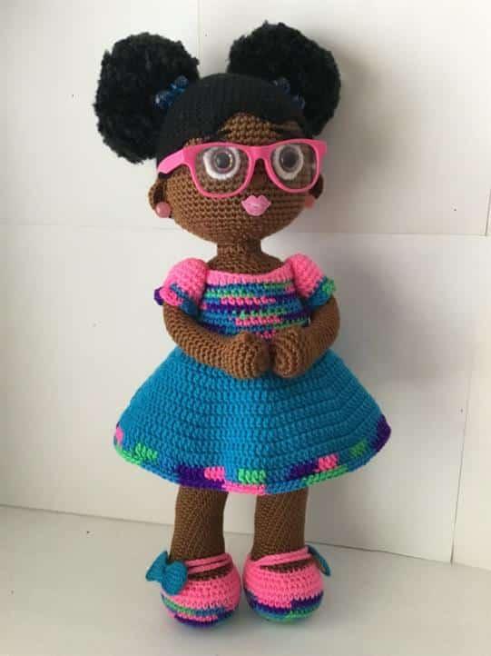 boneca amigurumi negra