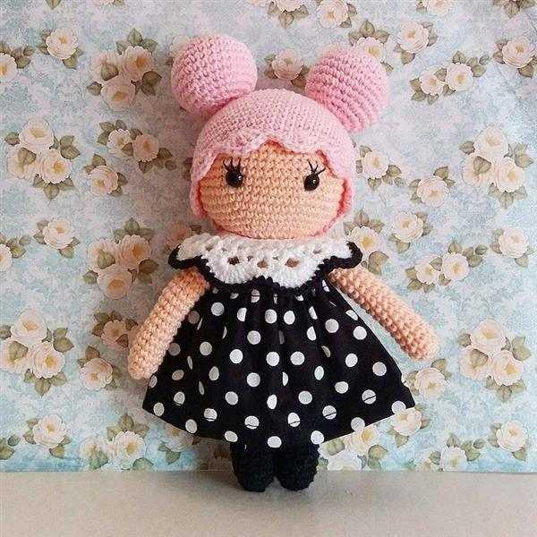boneca com vestido amigurumi