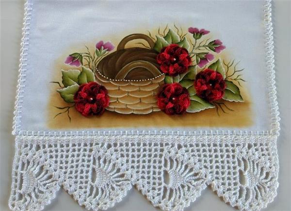 pano-de-prato-com-aplicacao-de-flores-de-croche-guardanapo