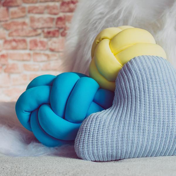 almofada-no-decoracao-moderna-escandinavo-amarela-azul