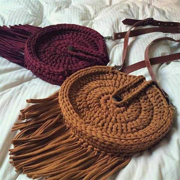 bolsa redonda feita de croche