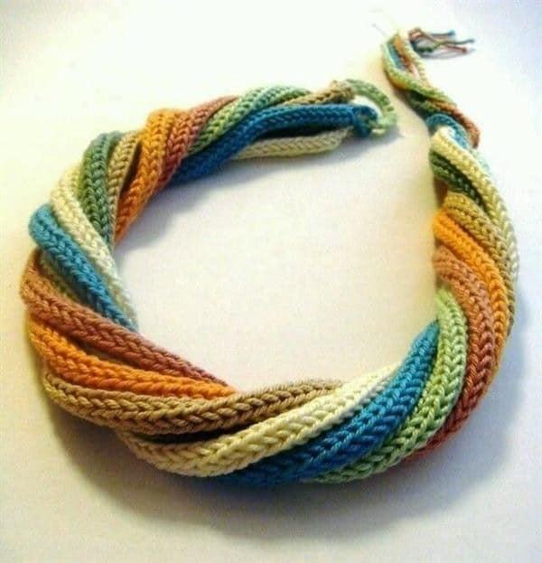 colar de tricotin