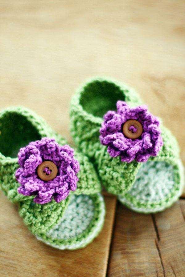 uma-ideia-linda-croche-com-flor-roxa-e-botao